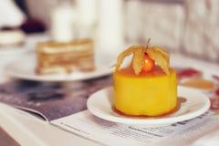Gastronomisch chocoladedessert in een restaurant, koffie Het koken, een boek van desserts, snoepjes royalty-vrije stock fotografie