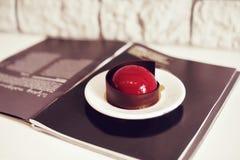 Gastronomisch chocoladedessert in een restaurant, koffie Het koken, een boek van desserts, snoepjes royalty-vrije stock afbeeldingen