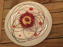 Gastronomisch Dessert Aardbei scherp met vanilleroom Hoogste mening Stock Foto's