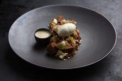 Gastronomisch dessert met banaan en roomijs royalty-vrije stock foto's