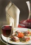 Gastronomisch diner met een glas rode wijn Stock Afbeeldingen