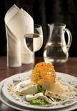 Gastronomisch diner met een glas witte wijn Stock Foto