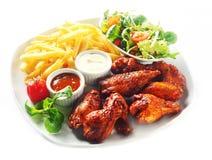 Gastronomisch Fried Chicken met Gebraden gerechten en Veggies Royalty-vrije Stock Afbeeldingen