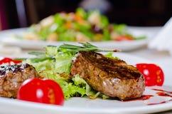 Gastronomisch Hoofdgerecht - Geroosterd Teder Sappig Vlees royalty-vrije stock foto