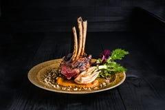 Gastronomisch Hoofdvoorgerechtcursus Geroosterd rek van lam Royalty-vrije Stock Foto
