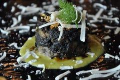 Gastronomisch ontwerpvoedsel De vlaai van de pijlinktvisartisjok Stock Afbeeldingen
