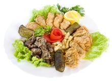 Gastronomisch voedsel dat met salade wordt versierd royalty-vrije stock foto