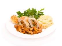 Gastronomisch voedsel van cantharellen en kip royalty-vrije stock foto's