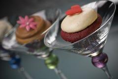 Gastronomische Buttercream Cupcakes in de Glazen van Martini Royalty-vrije Stock Foto's