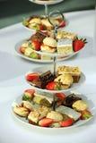 Gastronomische cakes en aardbeien Royalty-vrije Stock Fotografie