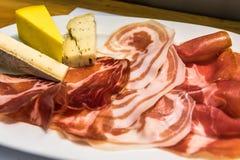 Gastronomische charcuterieraad, Italiaanse stijlaperitivo Stock Afbeeldingen