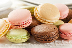 Gastronomische Gekleurde Makaronkoekjes Royalty-vrije Stock Afbeeldingen