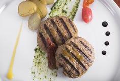 Gastronomische Geroosterde hamburger met gestroopte aardappels 4 Stock Foto
