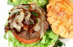 Gastronomische Hamburger met de Saus van het Lapje vlees Royalty-vrije Stock Foto