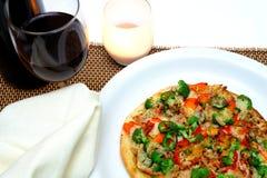 Gastronomische Kip en Veggie Pizza Stock Afbeeldingen