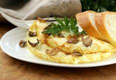 Gastronomische omelet met zwarte truffel stock afbeeldingen