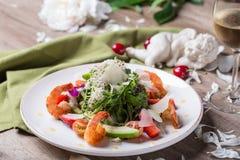 Gastronomische salade met wijn Stock Afbeeldingen