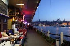 Gaststätte an der Galata Brücke Lizenzfreies Stockfoto
