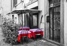 Gaststätte-Terrasse auf der Straße Lizenzfreie Stockfotos