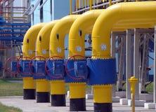 Gasventiler är på stationen för gaskompressorn Royaltyfri Fotografi