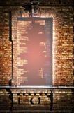 Gat in een baksteenvenster Stock Foto