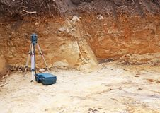 Gat met mijnbouw of landmetersmateriaal met tekstgebied Royalty-vrije Stock Afbeelding