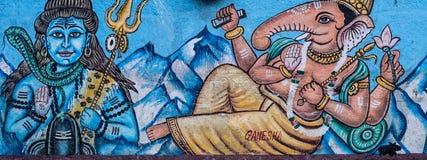 Gata Art Mural av hinduiska gudar i Varanasi, Indien Arkivfoton