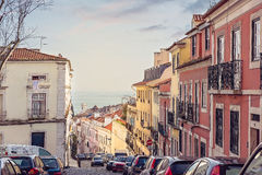 Gata av Alfama, Lissabon, Portugal Royaltyfri Fotografi