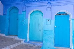 Gata av Chefchaouen, Marocko arkivbilder