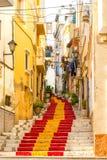 Gata av den gamla staden i mitten av Calpe Alicante spain Royaltyfri Fotografi