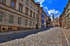 Gata av den gamla staden i Warszawa Gata Mostowa royaltyfri foto