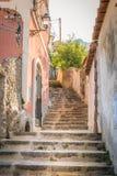 Gata av den Positano byn Europa Italien fotografering för bildbyråer