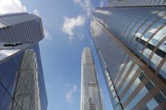 gata av för glass den låga vinkeln skyskrapabyggnader för highrise Royaltyfria Bilder