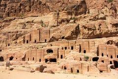 Gata av fasader i Petra, Jordanien Arkivbilder