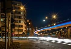 Gata av Ghent vid natten Belgien, 'Heuvelpoort 'eller 'Overpoort ', fotografering för bildbyråer