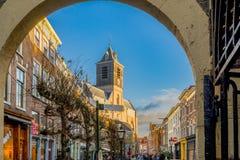 Gata av Leiden på helg Arkivbilder