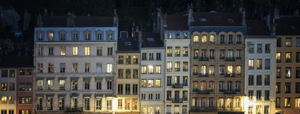 Gata av Lyon vid natt Royaltyfri Bild