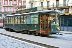 gata av Milan med spårvagnen royaltyfri foto