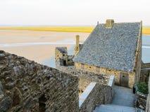 Gata av Mont Saint-Michel, Frankrike Royaltyfria Bilder