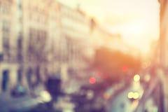 Gata av Paris, Frankrike Suddig stadsbakgrund royaltyfria foton