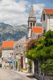 Gata av Perast. Fjärd av Kotor, Montenegro royaltyfria foton