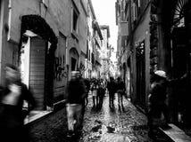 Gata av Rome, Italien som är svartvit royaltyfria bilder