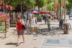 Gata Cours Mirabeau i Aix-en-provence, Frankrike Royaltyfri Fotografi
