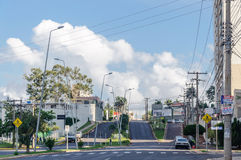 Gata för Dr Paulo Machado framme av att shoppa stora Campo Gatan kallade också den Furnas gatan Arkivbild