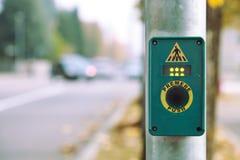 gata för knappövergångsställegångare royaltyfri fotografi