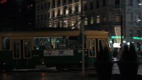 Gata för spårvagninflyttningnatt av Helsingfors, Finland lager videofilmer