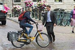 Gata i Amsterdam Nederländerna arkivbild