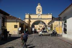 Gata i Antigua, Guatemala royaltyfri fotografi