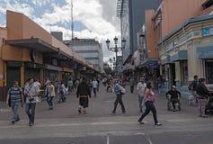 Gata i centret av San Jose huvudstaden av Costa Rica arkivbilder