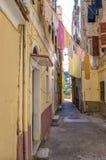 Gata i den gamla staden av den Korfu ön Royaltyfria Bilder